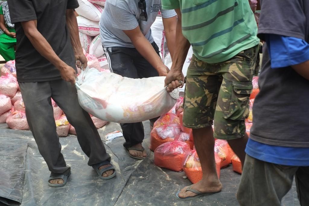 volunteers carrying relief materials