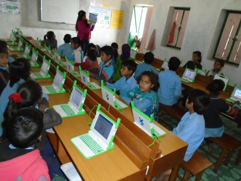 Shikha teaching students at